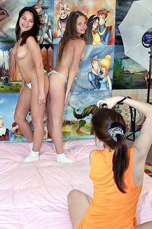 Nude Brunette Teen Porn Pictures