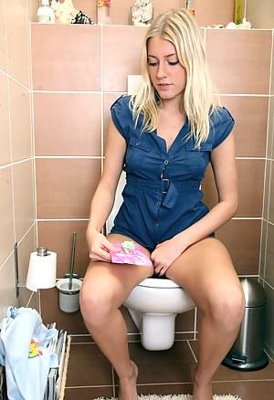 Nude Teen Toilet Porn Pictures